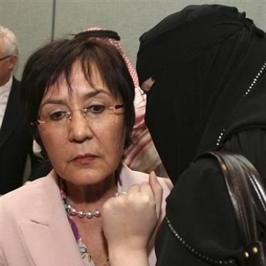 UN Rapporteur Yakin Ertuk listens to a veiled woman